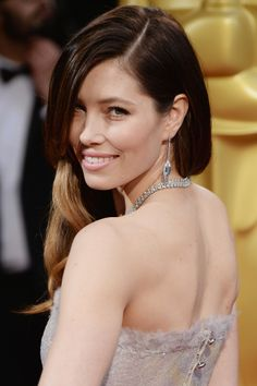 A side look at Jessica Biel's retro Oscar's hairstyle. #redcarpet