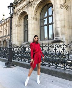 Lady in red in @louisvuitton by @nicolasghesquiere celebrating #lvxkoons ! #ootd
