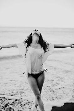 Então eu danço De olhos fechados, sem sentido De braços abertos e passos aflitos