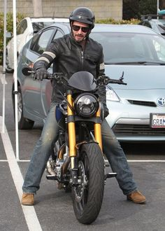 Keanu Reeves Photos Photos - 'John Wick' actor Keanu Reeves stops by a classic car meet at a park in Malibu, California on March 15, 2015. Keanu walked around and checked out the cars as he chatted with the owners. - Keanu Reeves Stops At A Classic Car Meet