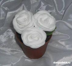 Auf diese Seite erkennen Sie, wie kann man eine wunderschöne Rose aus Wattepads selber machen. Schauen Sie mal wie es geht...