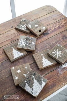 Rustic reversible coasters, Christmas one side, crate on the other, made with Funky Junk's Old Sign Stencils   funkjunkinteriors.net Pallet Coasters, Rustic Coasters, Wooden Coasters Diy, Homemade Coasters, Winter Wood Crafts, Rustic Christmas Crafts, Rustic Crafts, Diy Christmas, Christmas Quotes