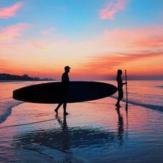 Surfing holidays is a surfing vlog with instructional surf videos, fails and big waves Summer Vibes, Summer Days, Photo Surf, Beach Pink, Ocean Beach, The Ocean, Beach Bum, Pretty Sky, Surfing Pictures