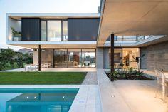 Amado Cattaneo Arquitectos Casa racionalista - Portal de Arquitectos Contemporary Architecture, Architecture Design, Dream Home Design, House Design, Concrete Stone, Concrete Houses, My House, House Plans, Patio