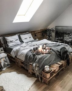 W O W - Spontaneous share from 🤗 How amazing is this palette bed please? Check out her feed, it's such a… Romantic Bedroom Decor, Simple Bedroom Decor, Home Decor Bedroom, Modern Bedroom, Bedroom Ideas, Contemporary Bedroom, Wood Bedroom, Bedroom Inspiration, Nature Bedroom