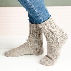 Villasukka – ohje | Meillä kotona Leg Warmers, Opi, High Socks, Mittens, Knit Crochet, Legs, Sewing, Knitting, Crafts