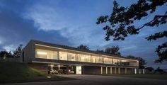 Impressionnante maison contemporaine tout en longueur et en béton, #construiretendance
