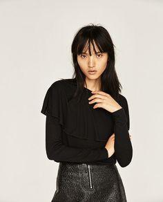 Imagem 1 de T-SHIRT CAPA da Zara