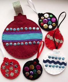 Manualidades decorar árbol, bolas de Navidad fieltro