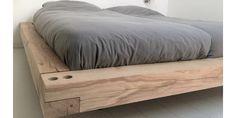 Rustic Bedroom Furniture, Pallet Patio Furniture, Bedroom Decor, Build Bed Frame, Diy Bed Frame, Bed Frame Design, Bedroom Bed Design, Dyi Beds, Homemade Beds