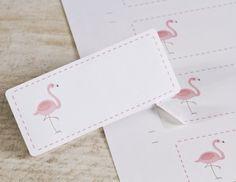 Deze etiketten zijn zelfklevend en zitten met 12 stuks op een vel De maat van de etiketten is 7,7 x 3,2 cm. Met een adresetiket wordt je envelopje echt uniek!