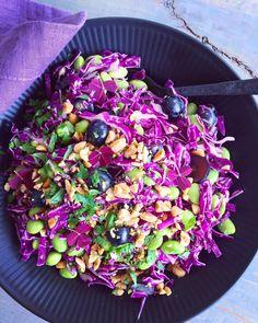 Smukke salater til julebordet - Køkkenlykken.dk Veggie Dishes, Tasty Dishes, Veggie Recipes, Real Food Recipes, Vegetarian Recipes, Healthy Recipes, Easy Delicious Recipes, Clean Recipes, Yummy Food