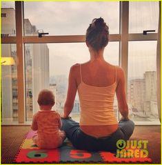 giselle bundchen doing morning yoga with her baby girl, vivian. so cute haha.
