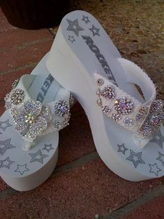 Just came across a FABULOUS foot wear idea for a destination wedding on the beach! Instead of regular run of the mill flip flops, why not . Bling Flip Flops, Wedding Flip Flops, Flip Flop Shoes, Body Chains, Bling Wedding, Wedding Shoes, Gypsy Wedding, Wedding Dresses, Bling Bling