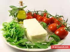 How to Make a Salad with Arugula, Mozzarella and Tomatoes