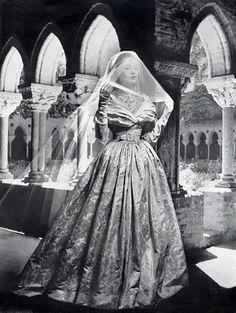 Christian Dior 1948 Wedding Dress Fashion Photography - - Christian Dior 1948 Wedding Dress Fashion Photography Source by NattiysS Dior Vintage, Vintage Couture, Vintage Bridal, Vintage Dresses, Vintage Outfits, Vintage Fashion, Vintage Weddings, Vintage Hats, Vintage Glamour