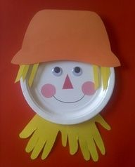 Adorable scarecrow made with paper plate and handprints..would make a cute bulletin board for Halloween or Fall =)