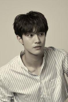 Kwak Dong-yeon joins Yoo Seung-ho and Jo Boa in Revenge Returns Dramabeans Korean drama recaps Yoo Seung-ho, Gong Yoo, Korean Star, Korean Men, Korean Drama Stars, Jun Matsumoto, Kwak Dong Yeon, Handsome Korean Actors, Handsome Guys