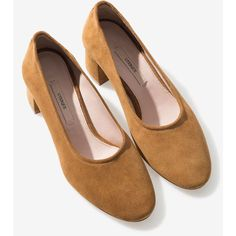 Split suede mid-heel shoes - View All - Footwear - Uterqüe Denmark ❤ liked on Polyvore featuring shoes, pumps, uterqüe, mid heel shoes, uterque shoes, suede pumps and suede shoes