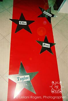 Red carpet and VIP guest list at the door are a must for a rock star party. Some party ideas. Red Carpet Theme, Red Carpet Party, Carpet Colors, Party Rock, Disco Party, Festa Rock Roll, Pop Star Party, Rocknroll, Rockstar Birthday