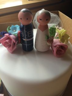 Sugar paste flowers and wooden cake toppers