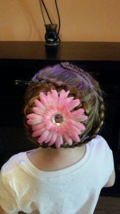 Back of the braid with flower Braids, Beanie, Hairstyles, Hats, Flowers, Fashion, Haircut Designs, Moda, Cornrows