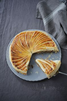 Galette des rois au spéculoos et poire Just Desserts, Dessert Recipes, Phyllo Recipes, Vegan Junk Food, Vegan Smoothies, Sweet Pastries, Country Cooking, Sweet Tarts, Vegan Sweets
