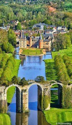 Прадавній акведук милує око мандрівниче Beautiful Buildings, Beautiful Castles, Beautiful Gardens, Places To See, Places To Travel, Wonderful Places, Beautiful Places, Beautiful Scenery, Palace