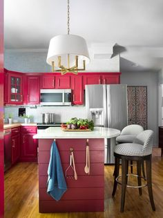 A bland kitchen is transformed into a show-stopping space to serve up culinary delights. Discover our top budget-friendly fixes, high-tech additions and classic yet trendy material choices that make this kitchen a true masterpiece.