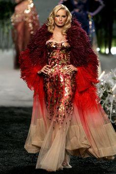 Christian Dior Haute Couture – Fall/Winter John Galliano at best. Gosh he … Christian Dior Haute Couture – Fall/Winter Dior Haute Couture, Style Couture, Couture Fashion, Runway Fashion, High Fashion, Fashion Show, Club Fashion, Couture Shoes, Couture Details