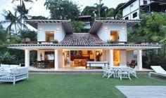 Uma casa na praia cheia de encantos e decoração tropical e contemporânea. Imperdível! https://www.homify.com.br/livros_de_ideias/39986/top-5-as-melhores-dicas-de-decoracao