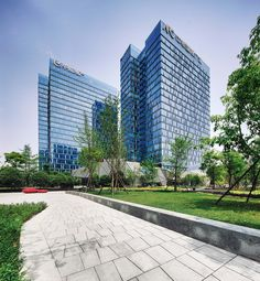 On a prime site in Chengdu, this mixed-use development is a vital addition to the ever-changing neighborhood. Understanding that social...