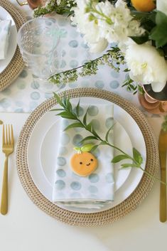 How to host 'A Little Cutie is on the way' Baby Shower to shower a mom-to-be with love and welcome a new bundle of joy into the world! Baby Shower Themes, Baby Shower Decorations, Shower Ideas, Fun Cupcakes, Ladybug Cupcakes, Kitty Cupcakes, Snowman Cupcakes, Giant Cupcakes, Cupcake Cakes