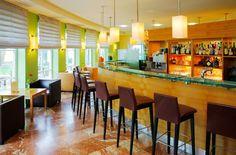 Da Capo Bar im ARCOTEL Castellani Salzburg Hotels, Restaurant, At The Hotel, Salzburg, Front Desk, This Is Us, Bar, Table, Prague