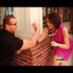 @dionlimwcnc battles 'Restaurant Impossible' host Robert Irvine in an arm wrestling match! (He's in town taping an episode) #NBCCLT #cltfood