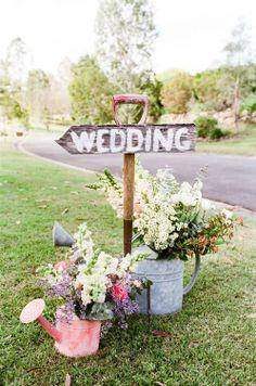 Summer wedding inspiration décoration - wooden wedding sign