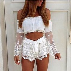 Get that boho chic look this spring with this white off shoulder crop top. The crop top features an elastic off shoulder neckline with sheer lace bell sleeves. Boho Chic, Bohemian Mode, Boho Style, Hippie Boho, Festival Mode, Festival Fashion, Ropa Color Neon, Bohemian Schick, Boho Fashion