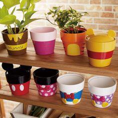 Clay Flower Pots, Flower Pot Crafts, Clay Pot Crafts, Clay Pots, Painted Plant Pots, Painted Flower Pots, Disney Garden, Disney Diy Crafts, Disney Furniture
