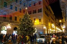 In Rome for Christmas? Find the traditional stunning lights on the two main shopping streets - Via Condotti and Via del Corso. Italian Christmas Traditions, Christmas In Rome, Web Creation, Roman Love, Piazza Navona, Shopping Street, Beautiful Places In The World, Wonderful Time, Street View