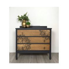 Grey Chest Of Drawers, Dresser Drawers, Chest Of Drawers Makeover, Hand Painted Furniture, Upcycled Furniture, Diy Furniture, Painted Dressers, Furniture Design, Furniture Redo