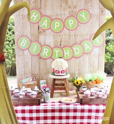 We love how @crowningdetails used our Barnyard Buddies Party Supplies for her son, Harrison's farm birthday party! Get all the details on our party ideas blog.