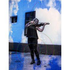 POSTER: Junge Frau mit violine