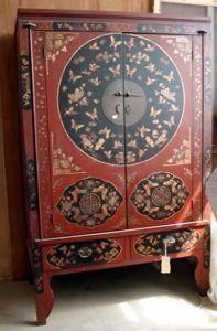 Винтажный шкаф в китайском стиле