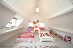 Funky quirky and fun.. Watersmeet Cottage, Holiday Cottage in Nr Bath, The Cotswolds