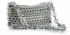 En tirettes de cannettes : hallucinant ! http://www.mespetitsbonheurs.com/comment-recycler-des-canettes-de-soda-en-sacs-haute-couture-ou-objets-design/