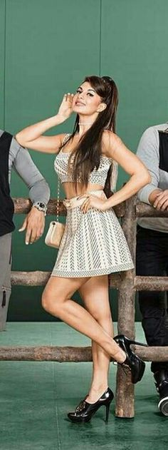 Jacqueline Fernandez Indian Celebrities, Bollywood Celebrities, Bollywood Actress, Indian Bollywood, Bollywood Fashion, Le Sri Lanka, Professional Outfits, Sexy Skirt, Beautiful Actresses