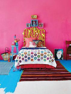 メキシコを代表する女性画家、フリーダ・カーロのカラフルで民族・フォークロアな世界観。ボヘミアンテイストが好きな方なら、彼女のセンス、スタイルが大好きだというひとも多いことでしょう。 今回は、彼女のセンスにインスパイアされ …