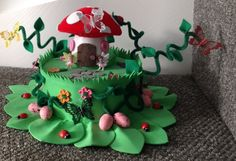 Easter Bonnet — Enchanted Garden (900x617) Easter Projects, Easter Crafts, Crafts For Kids, Crazy Hat Day, Crazy Hats, Spring Hats, Spring Theme, Easter Bonnets, Easter Eggs