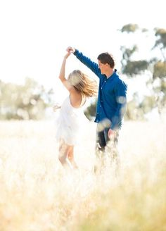 Congratulations, you're getting married! Your engagement photos are the perfect time to practice getting comfortable in front of a camera. After all, you have a lot of big moments coming up that need to be captured! If you tend to freeze when being photographed, fear not, we've got the cutest poses