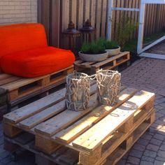 lounge set pallets afgemaakt mooi van zilthout gevonden op het strand.. Er spoelen alleen geen kussen aan ;-)